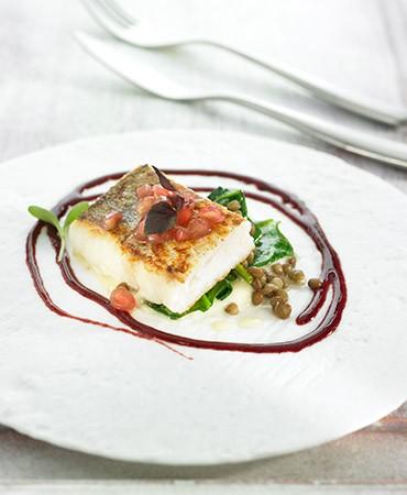 recetas-merluza-con-coliflor-espinacas-lentejas-y-granada