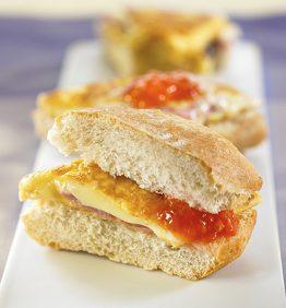 recetas-mini-bocadillo-de-tortilla-de-jamon-y-queso