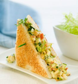 recetas-mini-de-bacon-huevo-cocido-calabacin-y-mayonesa