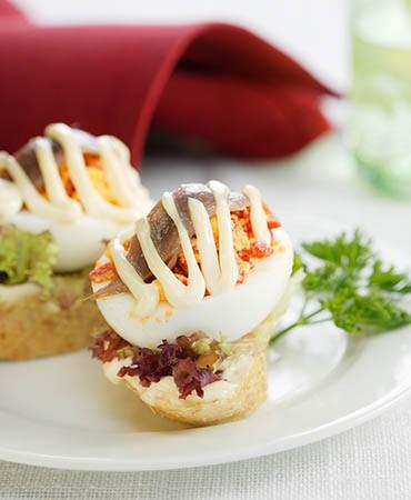 recetas-montadito-de-anchoa-huevo-cocido-y-pimiento-del-piquillo