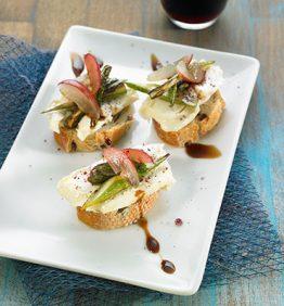 recetas-montadito-de-queso-artesano-esparragos-y-uvas