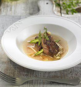 recetas-morcillo-de-potro-con-sopa-tibia-de-soja-y-tomillo