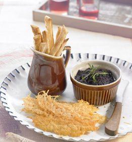 recetas-olivada-con-bastones-de-hojaldre-y-crujiente-de-parmesano