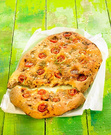 recetas-pan-de-pizza-de-tomate-ajo-y-romero