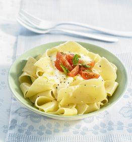 recetas-pappardelle-con-crema-de-mozzarella-y-tomatitos