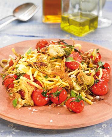 Pasta de patata con alcachofas y tomatitos