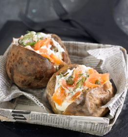 recetas-patata-asada-con-queso-cottage-salmon-ahumado-y-eneldo