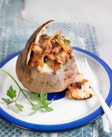 recetas-patata-asada-de-bacalao-ahumado-olivas-y-tomate