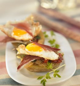 recetas-patatas-rellenas-de-pisto-jamon-serrano-y-huevos-de-codorniz