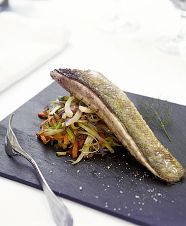 recetas-pescado-sin-precio-de-la-escala-y-juliana-de-verduras-ecologicas-del-momento