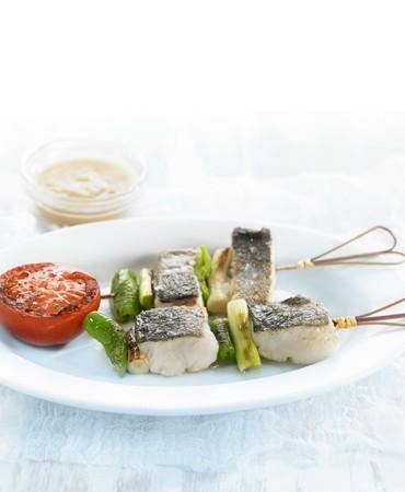 recetas-pinchitos-de-merluza-con-salsa-veloute-de-ajos-asados