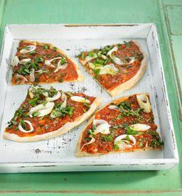 recetas-pizza-de-cebolla-tierna-y-ragout-de-seitan