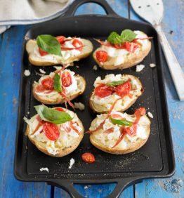 recetas-pizza-de-patata-asada-con-mozzarella-jamon-y-tomate