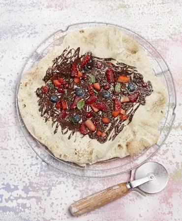 recetas-pizza-dulce-de-frutos-rojos-y-chocolate