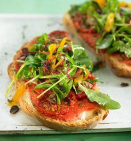 recetas-pizzeta-de-tomates-secos-rucula-y-pasas