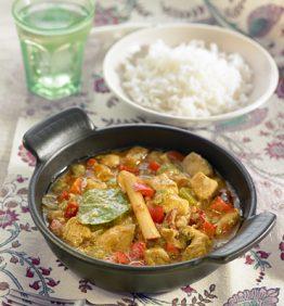 recetas-pollo-al-curry-con-pimientos-rojos-y-verdes-estilo-thai