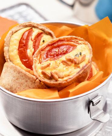 Quiche de queso de cabra, tomate y piñones