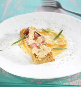 recetas-roast-beef-de-solomillo-de-ternera-sobre-pan-de-especias-sin-gluten