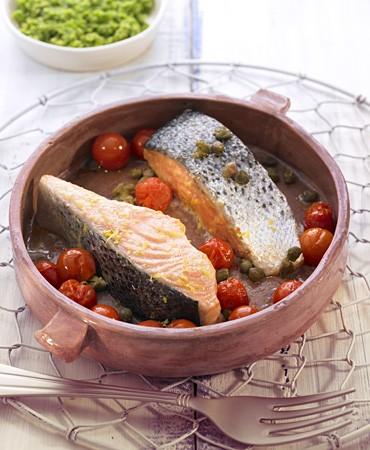 recetas-salmon-al-horno-con-tomate-cherry