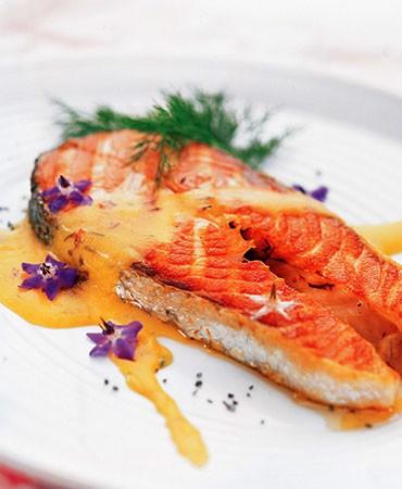 recetas-salmon-con-salsa-holandesa