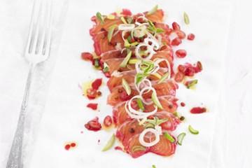 recetas-salmon-marinado-con-granada-y-agua-de-remolacha