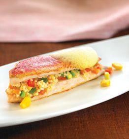 recetas-salmonetes-con-cuscus-de-verduras-y-aire-de-maiz