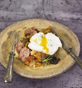 recetas-salteado-de-butifarra-esparracada-huevo-poche-y-aceite-de-trufa