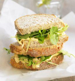 recetas-sandwich-de-berros-y-hummus