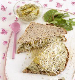 recetas-sandwich-de-pate-de-alcachofas-y-brotes