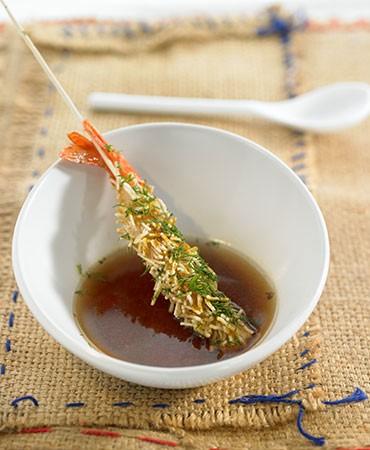 recetas-sopa-de-cebolla-caramelizada-con-langostino-crujiente