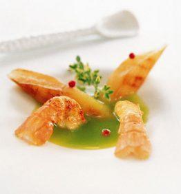 recetas-sopa-de-guisantes-con-esparragos-y-cigalas