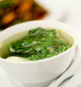 recetas-sopa-de-verduras-con-raviolis-de-gambas
