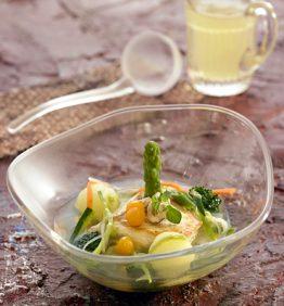 recetas-sopa-de-verduritas-pollo-confitado-y-pesto-de-avellanas
