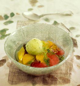 recetas-sopa-fria-de-citricos-con-sorbete-de-albahaca-y-aceite-de-oliva