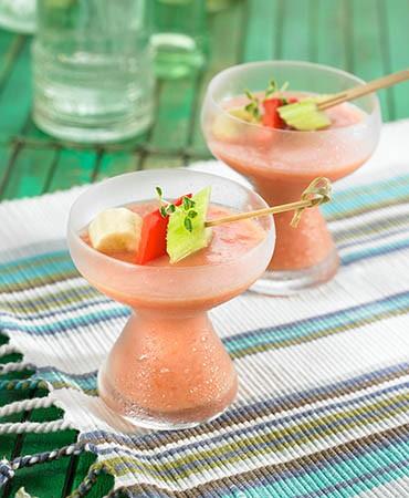 recetas-sopa-fria-de-tomate-con-apio-y-platano