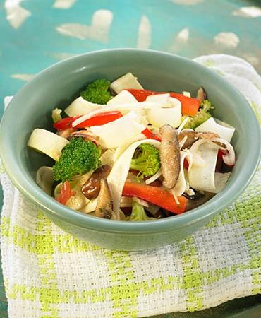 recetas-tallarines-de-calabacin-con-verduras