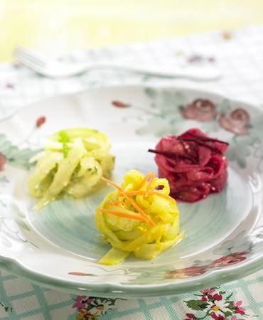 recetas-tallarines-de-pepino-a-las-tres-salsas