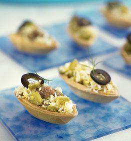 recetas-tartaleta-con-anchoas-huevo-cocido-y-aceitunas-negras