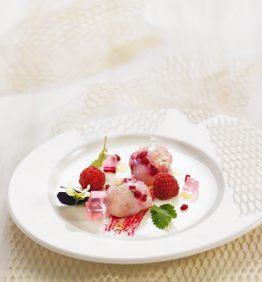 recetas-tartare-de-cigalas-con-remolacha-frambuesa-y-agua-de-rosa