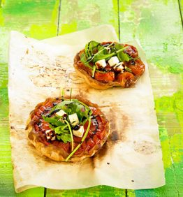 recetas-tatin-de-tomates-rucula-y-queso-feta
