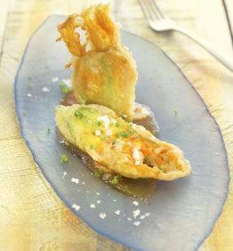 recetas-tempura-de-flor-de-calabacin-ricota-y-albahaca-fresca