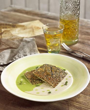 recetas-tofu-griego-con-salsa-de-guisantes-y-champinones-con-almendras