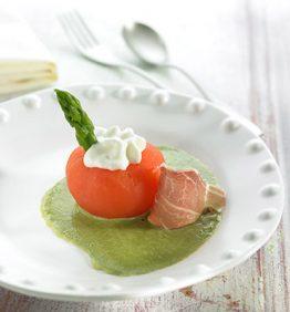 recetas-tomate-raf-confitado-con-espuma-de-queso-y-emulsion-de-esparragos-verdes