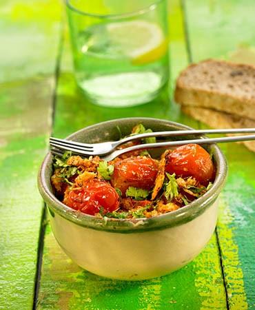 recetas-tomates-al-salto-con-migas-crujientes