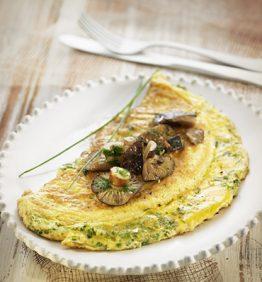 recetas-tortilla-de-hierbas-con-setas-
