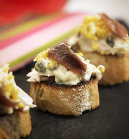 recetas-tostada-de-bonito-y-anchoa