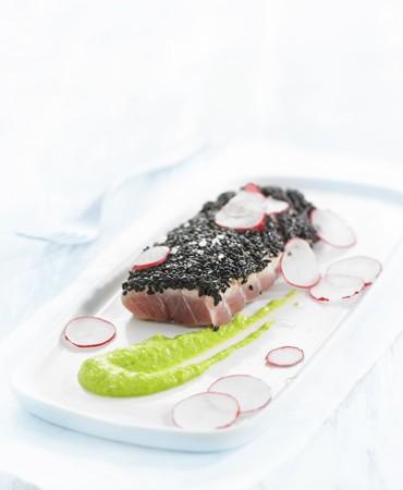 recetas-ventresca-crujiente-de-atun-sobre-pure-de-guisantes