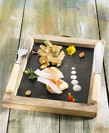 recetas-vieiras-con-ensalada-de-alcachofas-y-coco