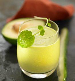 recetas-zumo-de-berros-pepino-y-aguacate