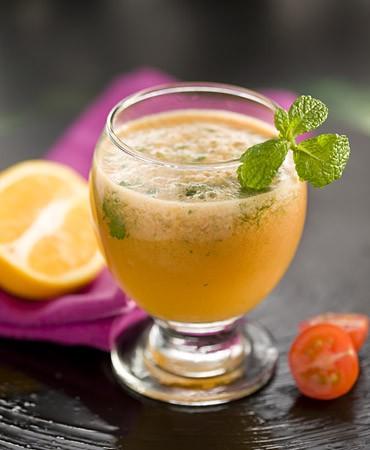 recetas-zumo-de-tomate-naranja-y-menta